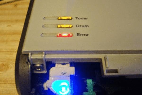 Nhận biết hết mực qua đèn cảnh báo máy in